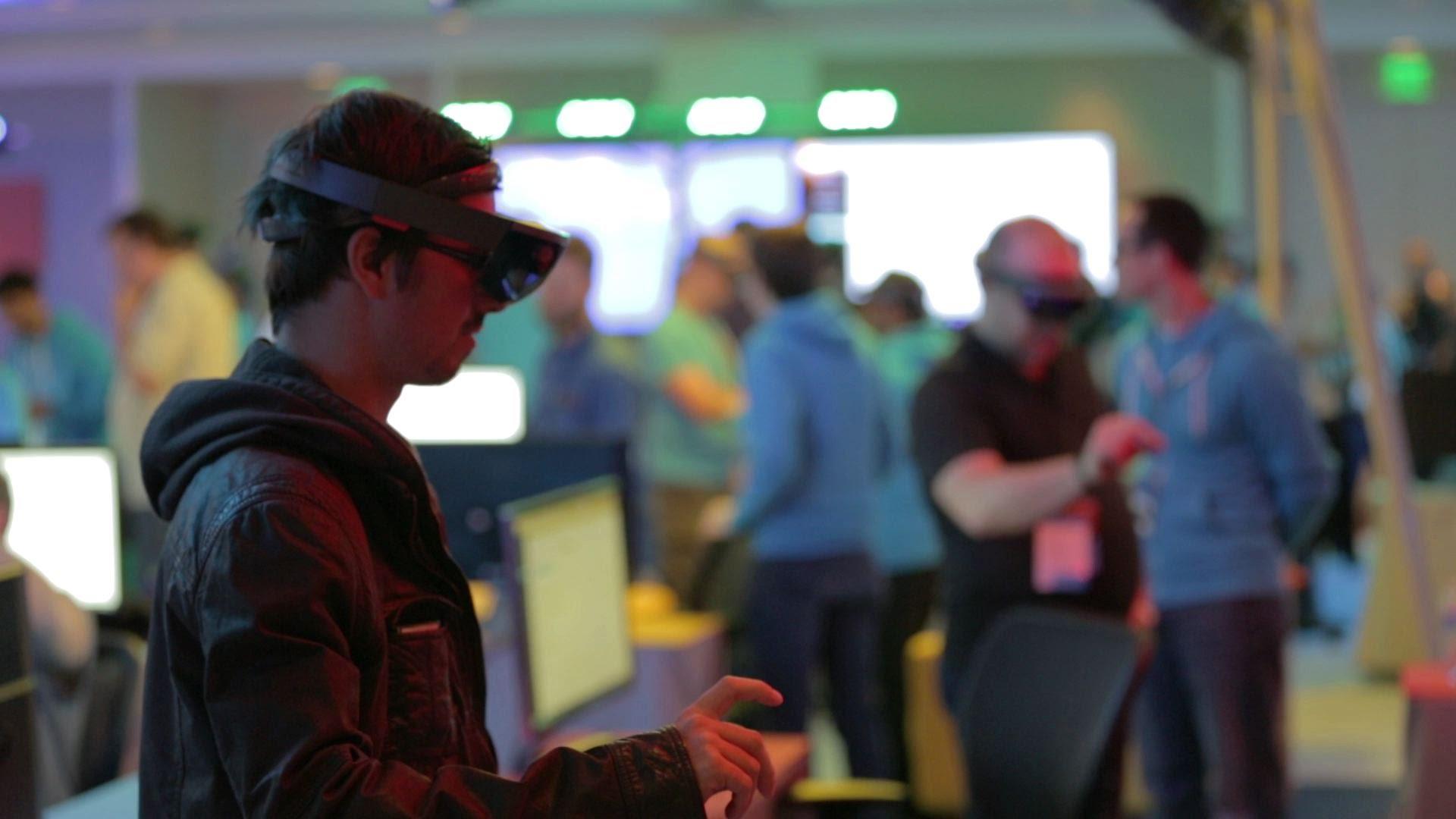 Microsoft a prezentat HoloLens (VIDEO)