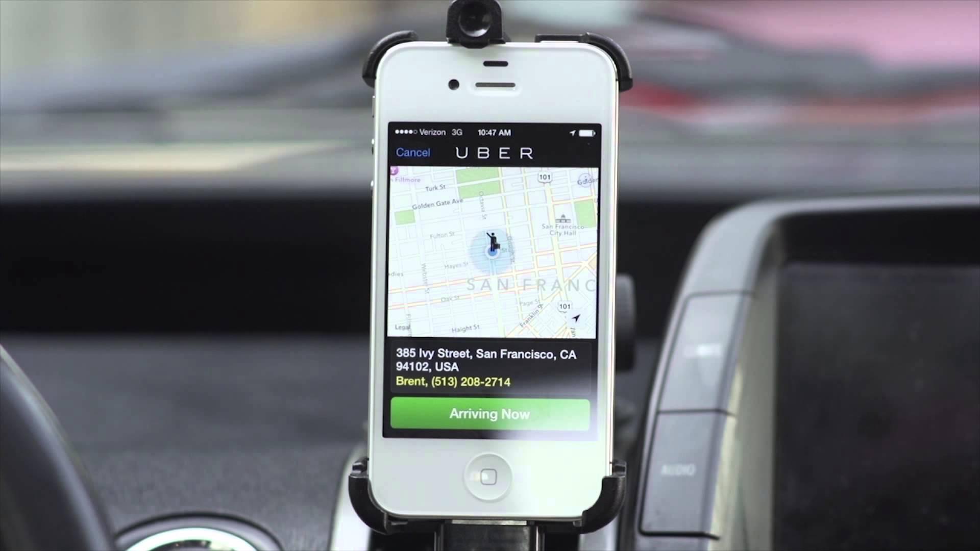 Uber, aplicația care permite aproape oricărui șofer să devină taximetrist, se lansează oficial și în România