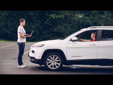 [Video] Un grup de hackeri a preluat controlul asupra unei mașini în timpul unui test